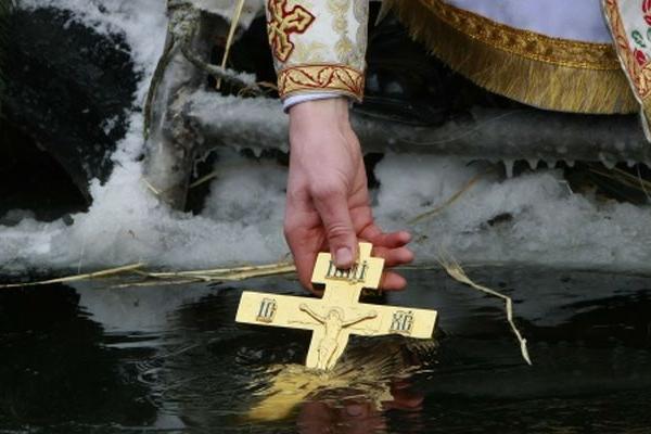 Чому на Водохреща звершується освячення води двічі: 18 і 19 січня?