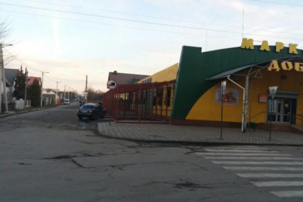 Автостоянки у центрі Квасилова більше не буде - супермаркет «Добробут» розширюється
