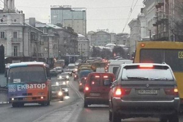 Рівнянин створив петицію про заборону проїзду легковим авто вдень у центрі міста