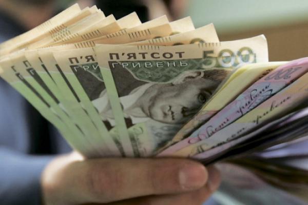 Шахрай видурив у рівнянки близько п'ятдесяти тисяч гривень