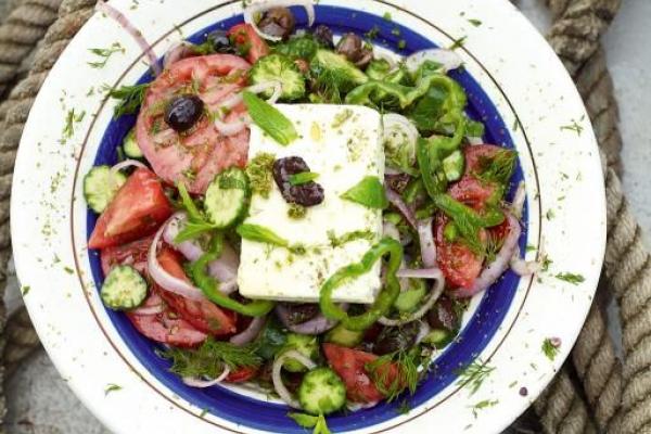 Що приготувати швидко і легко? Грецький салат!