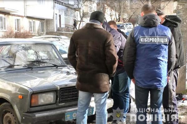 Шахраїв затримали рівненські поліцейські завдяки оперативним діям подружжя