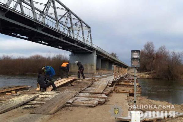 На Сарненщині знову пошкодили понтонний міст - на білоруського водія склали три протоколи (ФОТО, ВІДЕО)