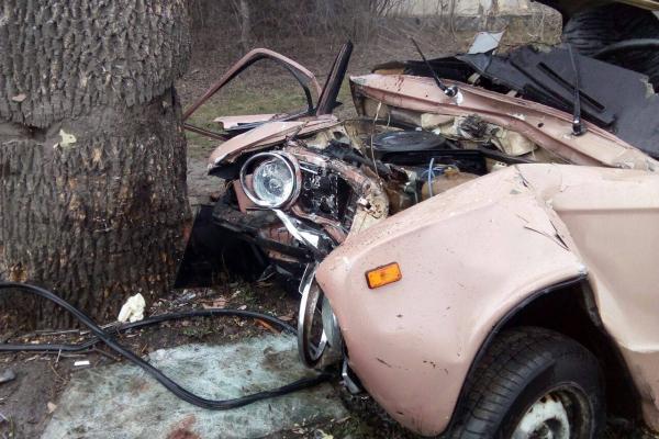 Рівненські рятувальники деблокувати жінку з автомобіля