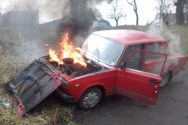 У місті Дубно автомобіль сам завівся і загорівся (ФОТО)