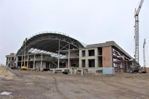У Рівному триває будівництво спорткомплексу на Макарова (ФОТО)