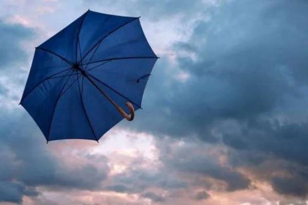 На Рівненщині внаслідок негоди знеструмлено півсотню населених пунктів