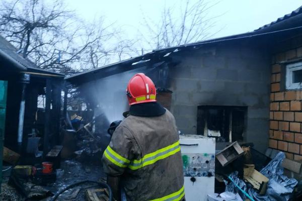 У Сарнах вогнеборці врятували будинок від вогню