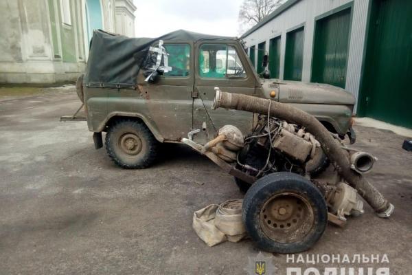 Три мотопомпи та два авто вилучили поліцейскі на Рівненщині (фото)