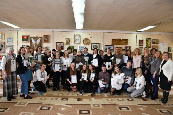 Мистецькі роботи двох учениць з Рівненщини презентують у Києві