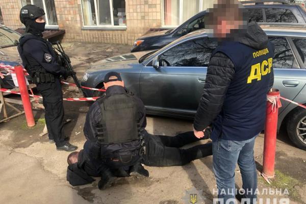 Рівненська поліція затримала посадовців управління Держпраці на хабарі