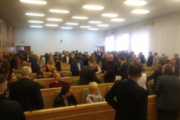 На сесії Рівнеоблради мало не побились депутати (Відео)