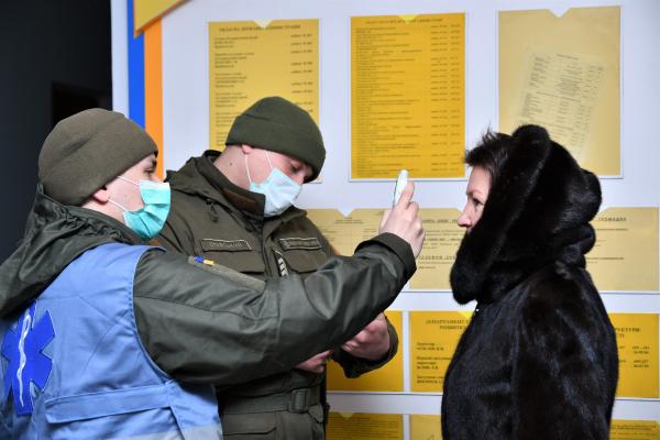 На Рівненщині запровадили температурний скринінг (фото)