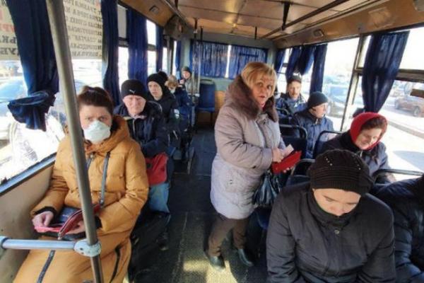 У Рівному заборонили проїзд у громадському транспорті без масок