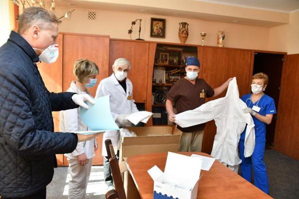 Медустанови Рівненщини отримали необхідні речі для виявлення та боротьби з коронавірусом