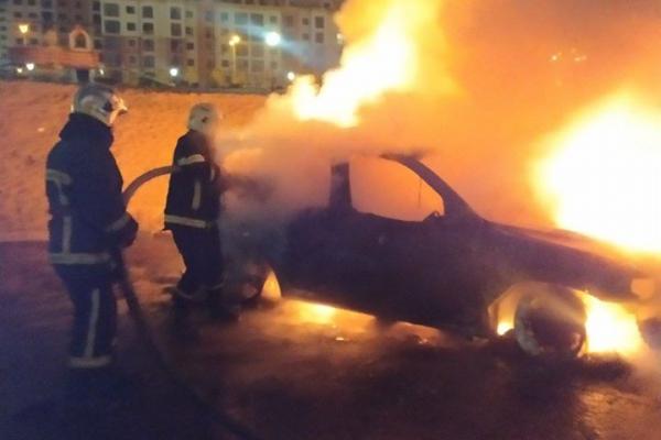УРівномузнову горіла автівка (ФОТО, ВІДЕО)