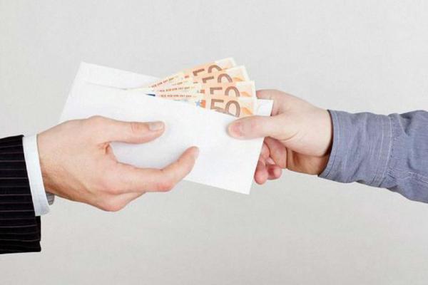 700 євро хабара, щоб зі свідка не стати підозрюваним – слідчий поліції постане перед судом