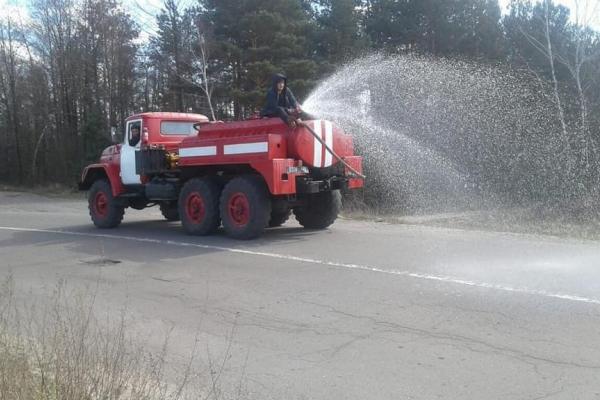 На Рівненщині у вихідні тривала дезинфекція вулиць (фото, відео)