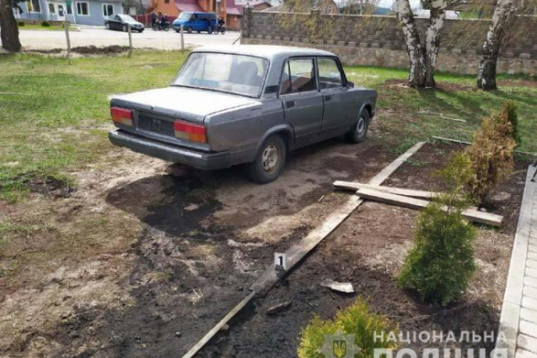 Жителі Рокитнівщини намагалися спалити поліцейське авто