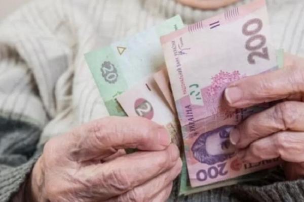 Пенсіонери Рівненщини отримали по 1000 гривень