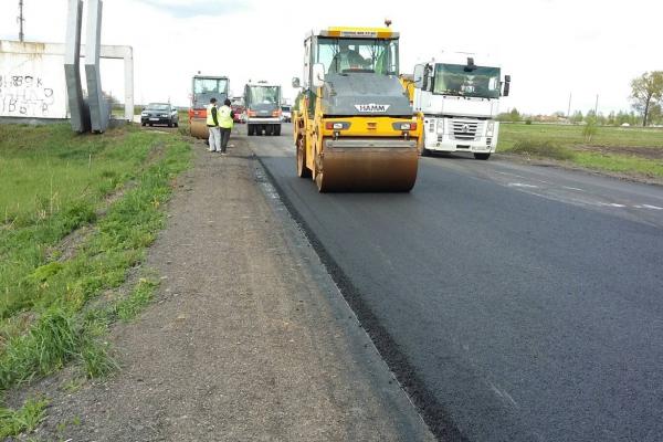 На «Сарненській трасі», що проходить Рівненщиною, триває ремонт (ФОТО)