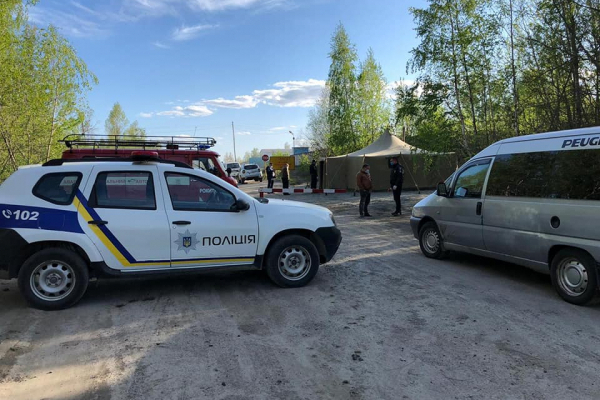 Між селами Рокитне та Залав'я рятувальники встановили КПП