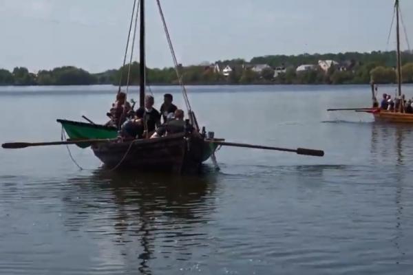 У Рівному в «Городищі Оствиця» поповнилася колекція стародавніх човнів (ВІДЕО)