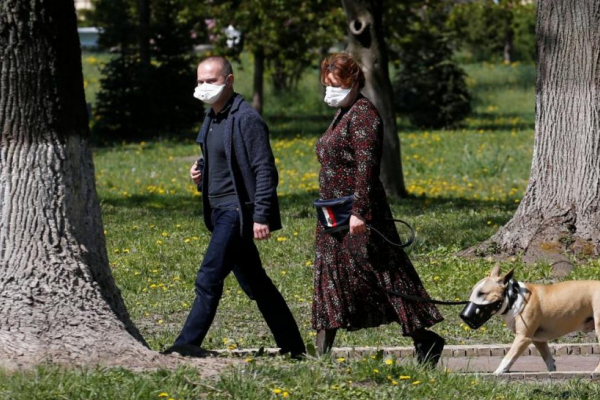 У разі зниження кількості захворювань на Covid-19 масковий режим в Україні скасують до кінця літа