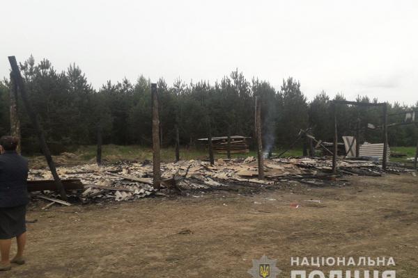 На Березнівщині невідома особа підпалила торф'яний склад