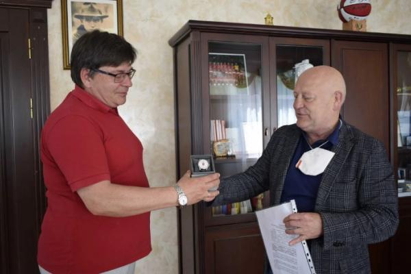 Тренер зі стрільби з лука отримав почесну нагороду від Рівненської обласної ради