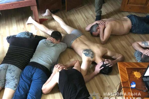 Рівненські правоохоронці викрили злочинців, які незаконно утримували 145 громадян