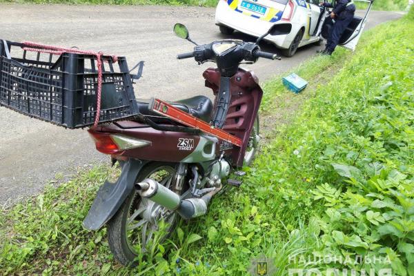 На Костопільщині працівники поліції випадково знайшли викрадений рік тому мопед