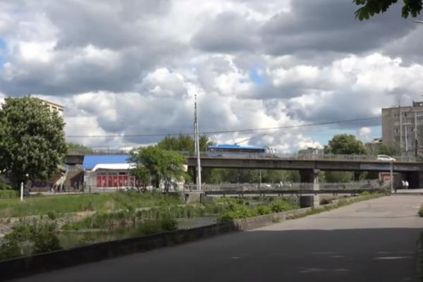 У Рівному мости перебувають в аварійному стані (Відео)