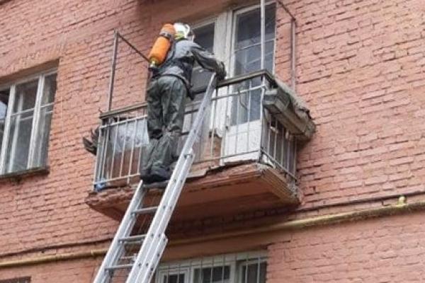 Відкривши двері квартири, рівненські рятувальники знайшли мертву господиню оселі