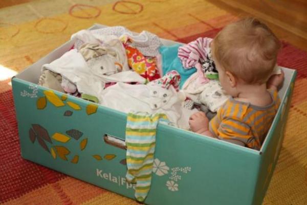 Породіль на Рівненщині просять ставати у чергу, бо закінчилися пакунки малюка