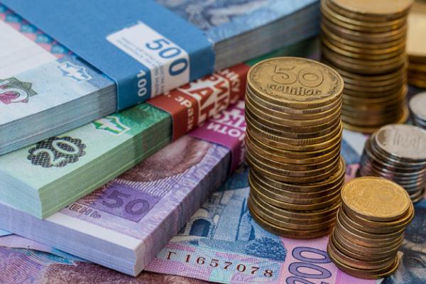 Рівнян запитали, чи потрібно замінювати паперові гроші на металеві? (ВІДЕО)