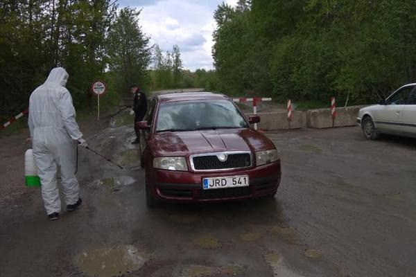Рятувальники ДСНС продезінфікували 1411 транспортних засобів у Рівненській області