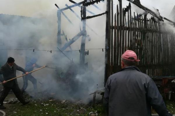 На Дубровиччині рятувальники вберегли від вогню господарчі будівлі