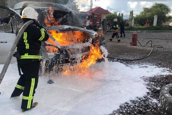 Рівненські рятувальники запобігли вибуху на АЗС
