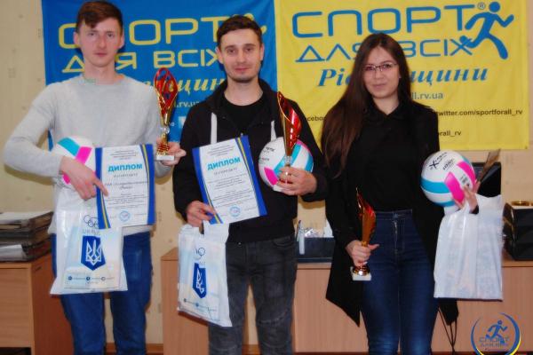 Журналістів Рівненщини відзначили дипломами і призами