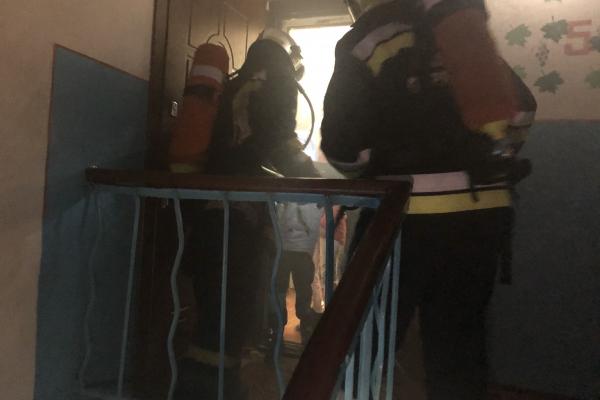 Рівненські вогнеборці врятували двох дітей