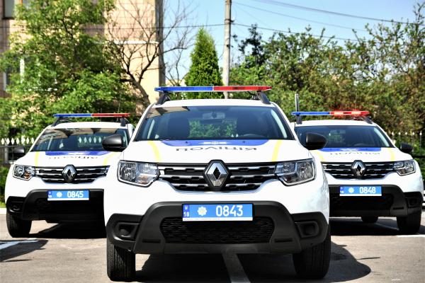 Поліцейські офіцери ОТГ Рівненщини отримали службові автомобілі