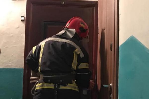 У Рівному рятувальники знайшли літню жінку мертвою у власному помешканні