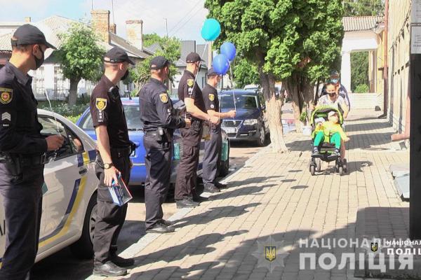 Дубенські поліцейські привітали «особливого» іменника (ФОТО)