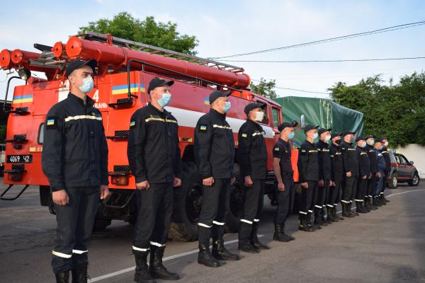 Рівненські рятувальники вирушили на ліквідацію наслідків негоди у Прикарпатському регіоні