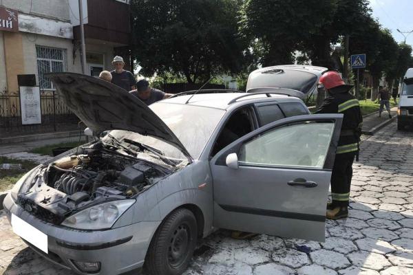 У Дубно палав автомобіль