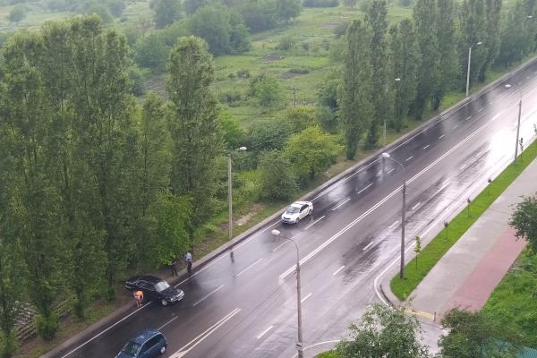 У Рівному автівку розвернуло посеред дороги (фотофакт)
