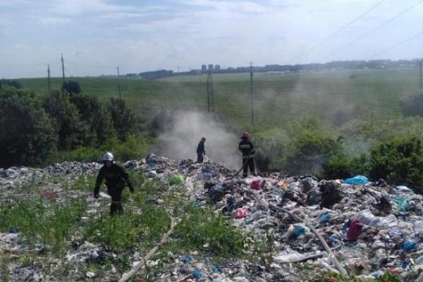 У Бармаках біля Рівного горіло сміттєзвалище (ВІДЕО)