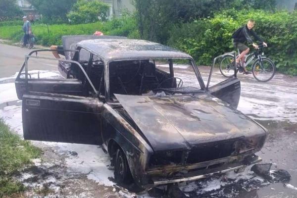 Легковик згорів вщент на Рівненщині (ФОТО)