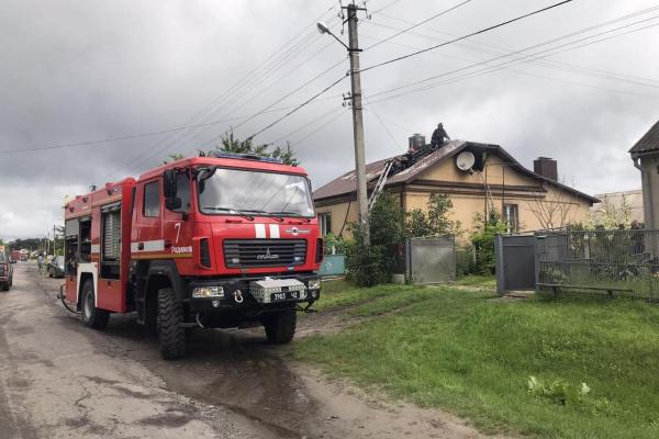 У Радивилові пожежники врятували будинок від знищення вогнем
